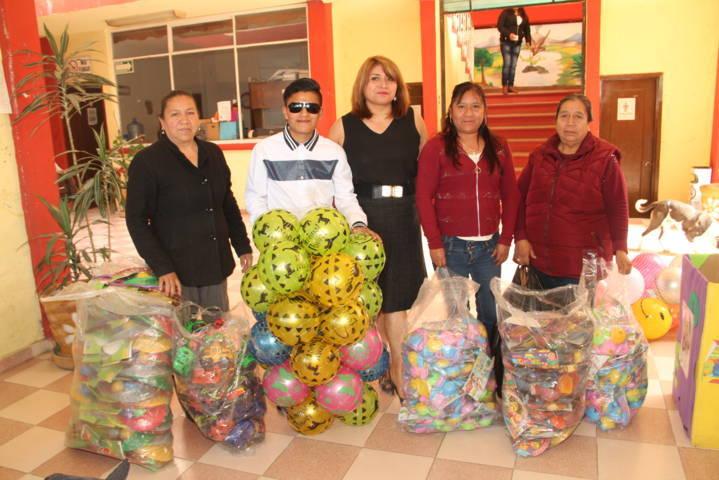 El DIF municipal entrego 1,500 juguetes a niños en Día de Reyes