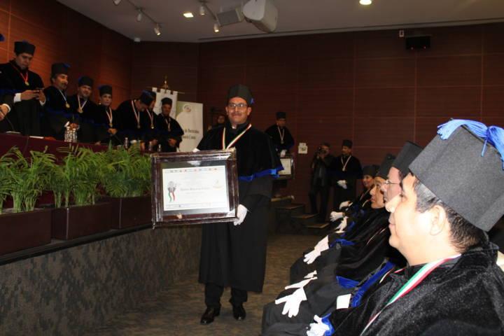 Alcalde Jaime Pérez Juárez recibe doctorado Honoris Causa