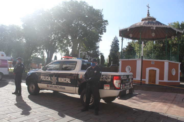 Entregan uniformes a elementos policiacos de Santa Cruz Tlaxcala