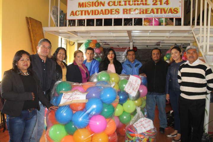 Ayuntamiento de Amaxac entrega juguetes por el día de niños