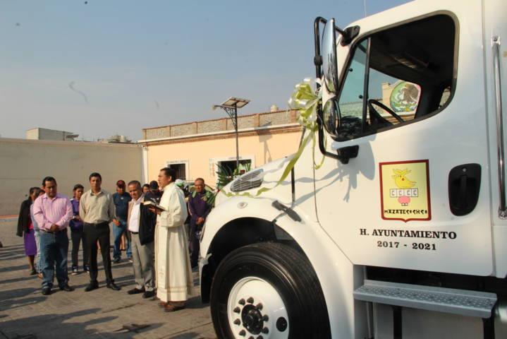 Alcalde pone en marcha nuevo camión recolector de basura