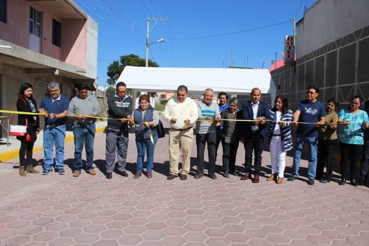 Alcalde mejora la imagen urbana de 2 calles con más de 4 mil m2 de pavimento