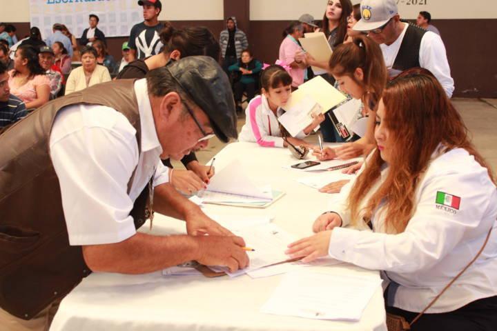 Ayuntamiento apoyo a 70 familias a firmar escrituras a bajo costo