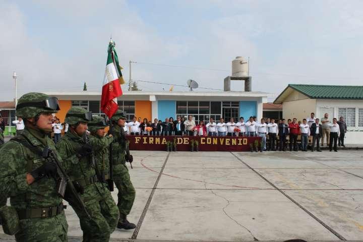 Gestionan en Santa Cruz Tlaxcala beneficios para instalaciones educativas
