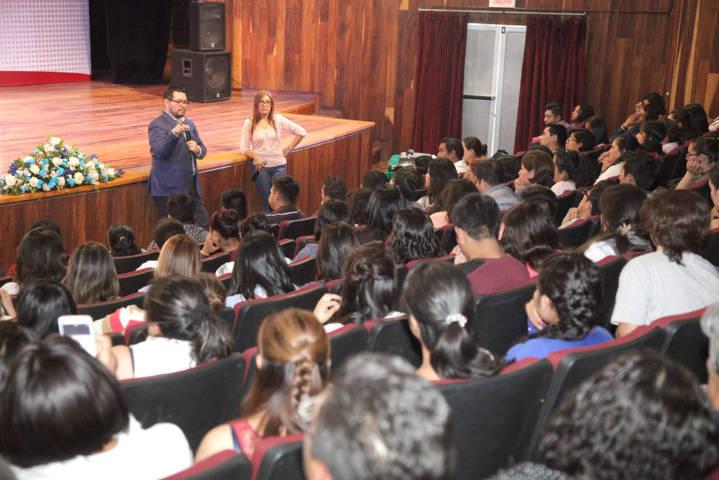 Participan universitarios en conferencia sobre cómo prevenir la trata de personas