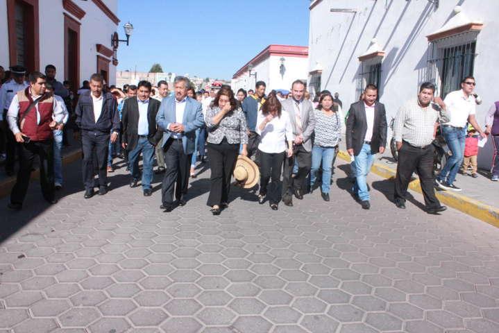 Alcalde encabeza ceremonia del natalicio de Benito Juárez y desfile de la primavera