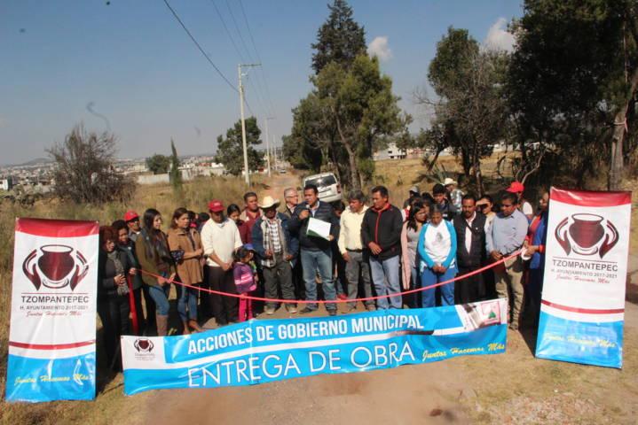 Rivera Mora entrega 320 ml de electrificación en Ahuashuatepec