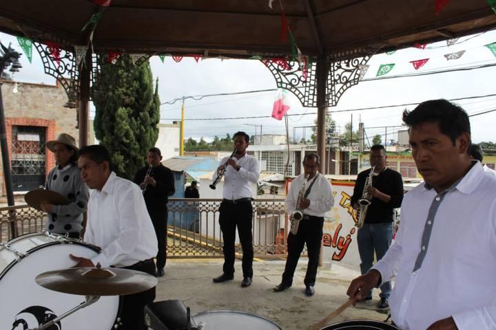 Entregan apoyo económico para festividad patronal de San Miguel Contla