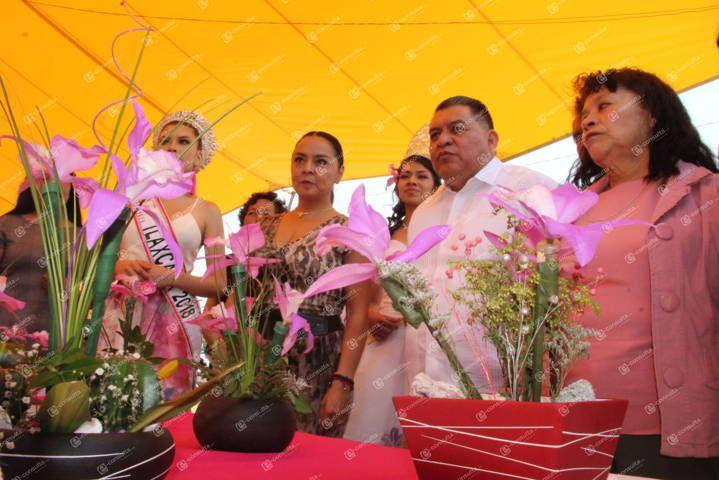 Alcalde pone en marcha la 6ta expo-venta de Orquídea Laelia Speciosa