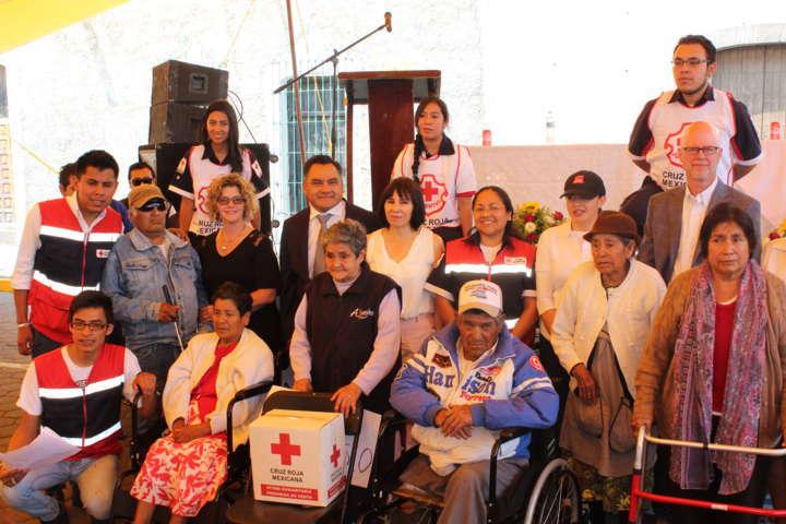 Entrega apoyos Cruz Roja en coordinacion con el SMDIF de Tetla de la Solidaridad