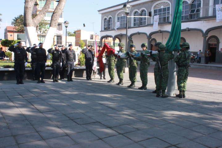 Alcalde encabeza ceremonia de incineración y abanderamiento del lábaro patrio