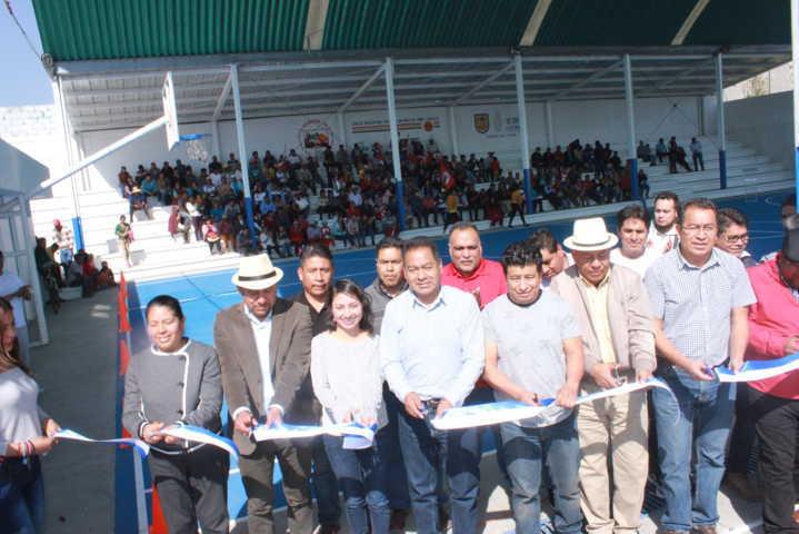 Alcalde impulsa el deporte en Xolalpan con la rehabilitación de cancha deportiva