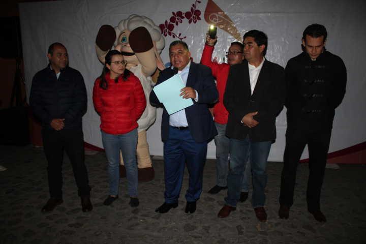 Alcalde realiza el encendido del Árbol de Navidad y pide unión familiar