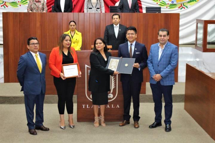 Entregan premio Miguel N. Lira a la periodista Carmen Meléndez