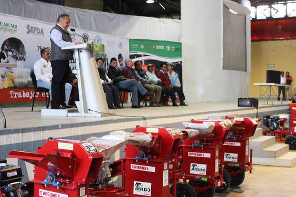 Entregan implementos agrícolas de PESA en Huamantla