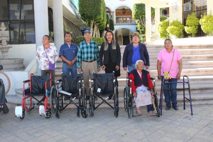 En Tepetitla de Lardizábal, 11 ciudadanos recibieron aparatos funcionales