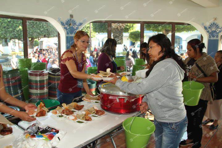 Ayuntamiento y SMDIF de SPM agasajo a miles de mamás en su día