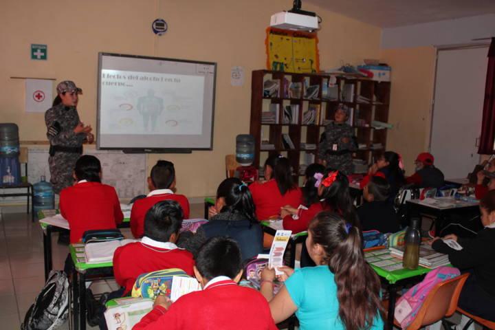 Imparten platicas preventivas a alumnos de la comunidad de Morelos