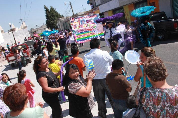 Con alegría y colorido da inicio carnaval Xiloxoxtla 2015