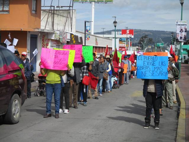 Marchan antorchistas en Chiautempan, exigen solución
