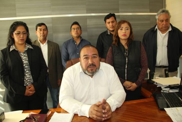 Alcalde y cabildo cierran filas contra opositores