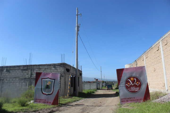 Entrega Presidente de Santa Cruz Tlaxcala obra de electrificación en San Miguel Contla