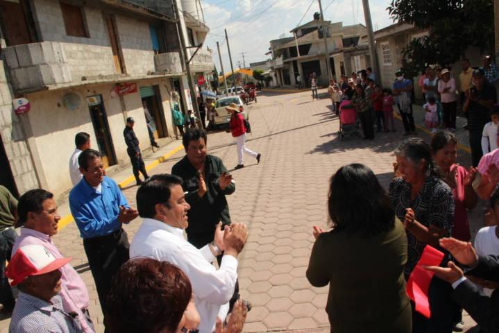 Con la suma de voluntades logramos adoquinar la calle Buenavista: alcalde