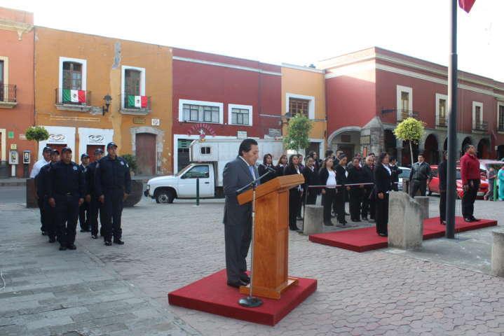 Alcalde fomenta los valores cívicos con Izamiento en la capital
