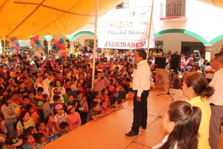 Ayuntamiento y SMDIF festejan en grande el Día del Niño