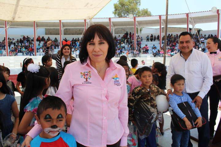 Smdif de Tetla de la Solidaridad celebró a las niñas y niños en su día
