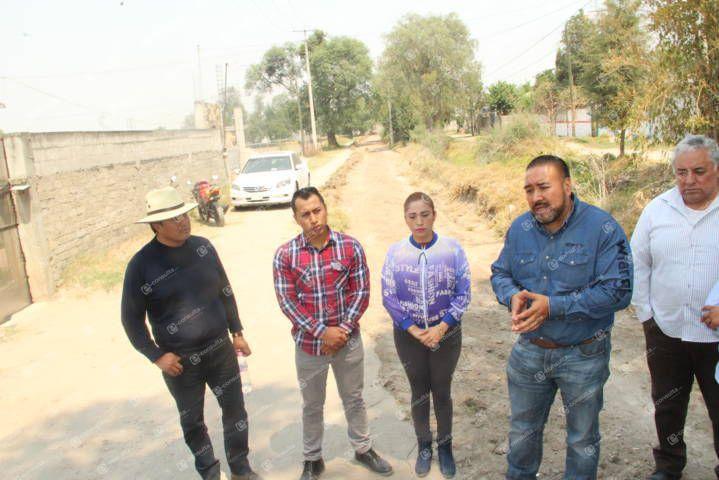Alcalde pone en marcha programa de rehabilitación de calles y caminos rurales