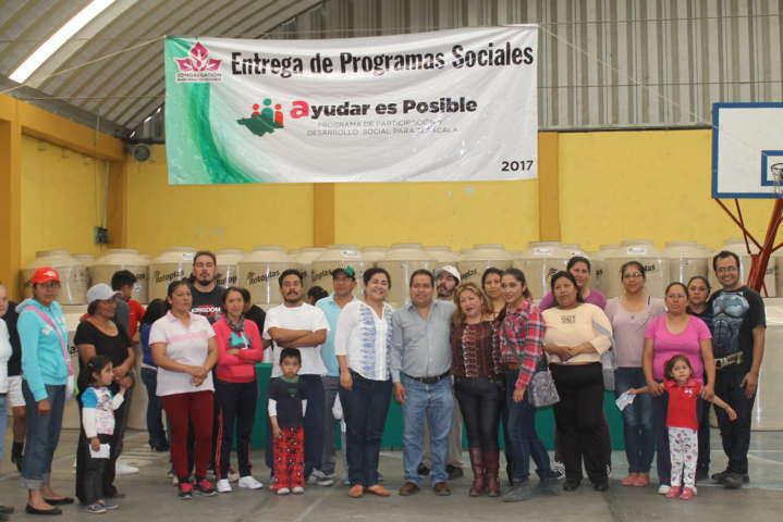 Familias de escasos recursos recibieron apoyo del programa Mariana Trinitaria