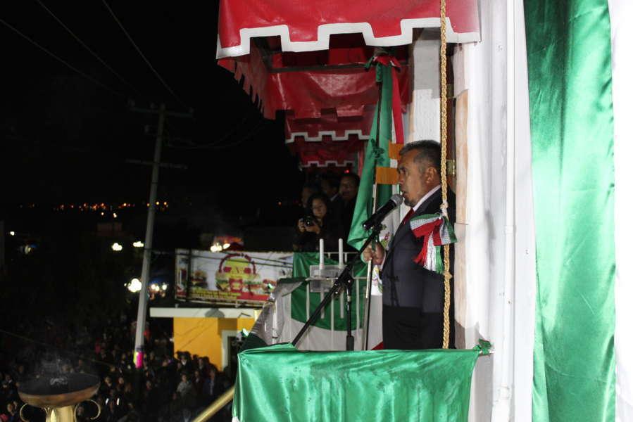 Alcalde de Xicohtzinco conmemoró la Independencia de México