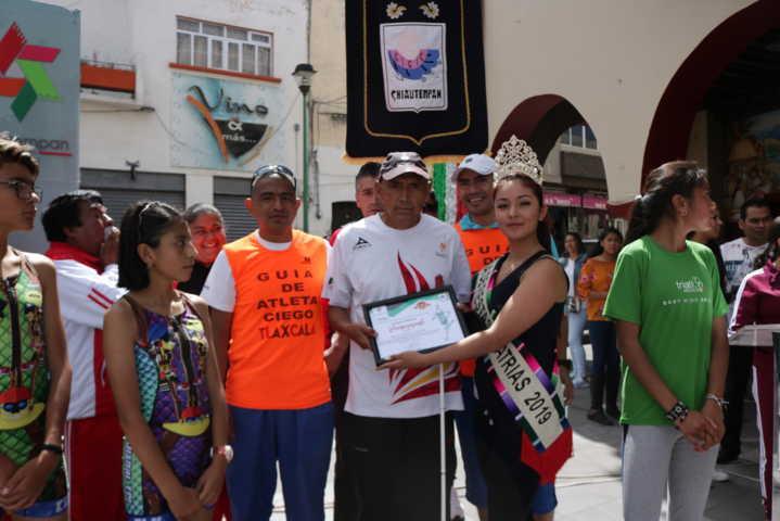 Moisés Beristain es reconocido por el alcalde de Chiautempan