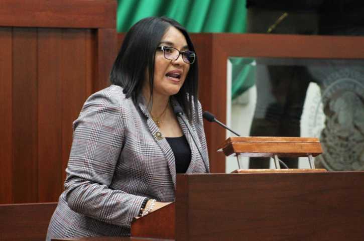Plantea Laura Flores creación de tribunales laborales