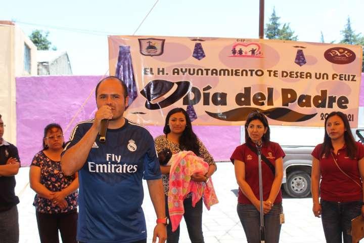 Festejan  a los papás en Santa Cruz Tlaxcala