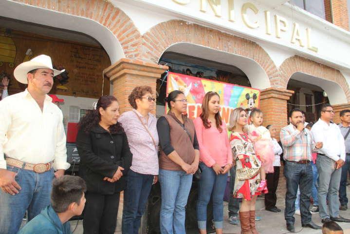 Alcalde repartió más de 8 mil sonrisas a niños y niñas en su día