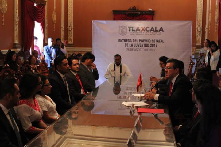 Es entregado el Premio Estatal de la Juventud en Tlaxcala