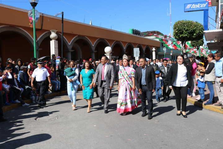 Domínguez Rugerio encabezó el tradicional desfile del 16 de septiembre