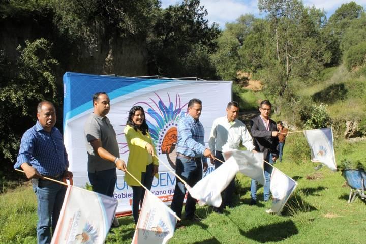 Ayuntamiento se suma al cuidado del medio ambiente sembrando arbolitos