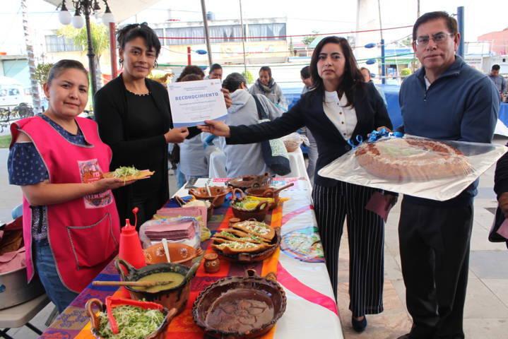 Alcalde da a conocer la gastronomía del municipio en la feria de Zacatelco 2019