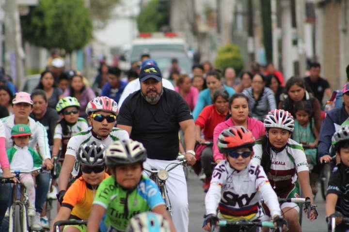 Alcalde inventiva hacer deporte con un paseo ciclista