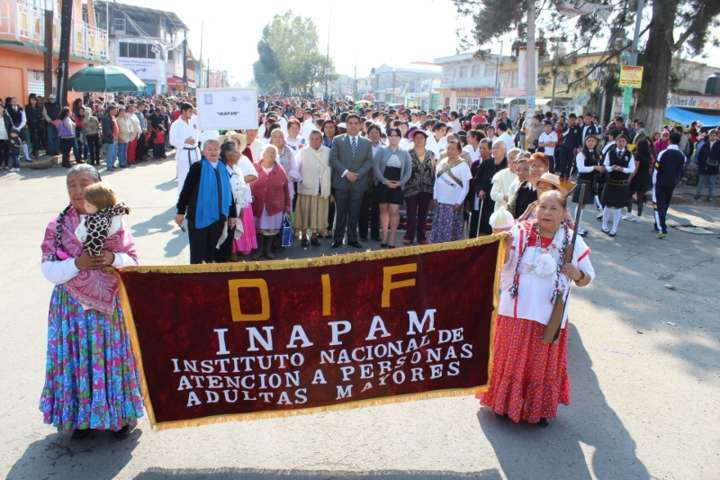 Con desfile cívico conmemora Calpulalpan inicio de la Revolución Mexicana
