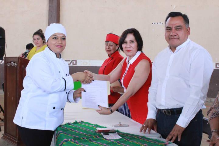 Se realiza clausura de curso de reposteria en Atexcatzinco, Tetla de la Solidaridad