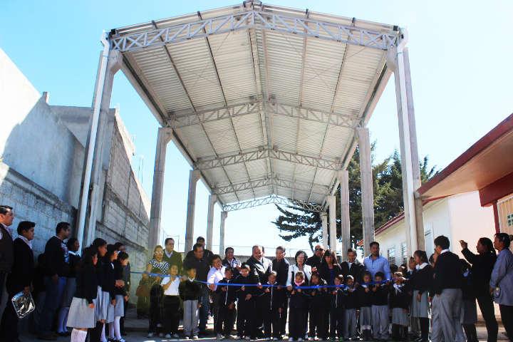 Apoya JAAL con techumbre a primaria de comunidad de Huamantla