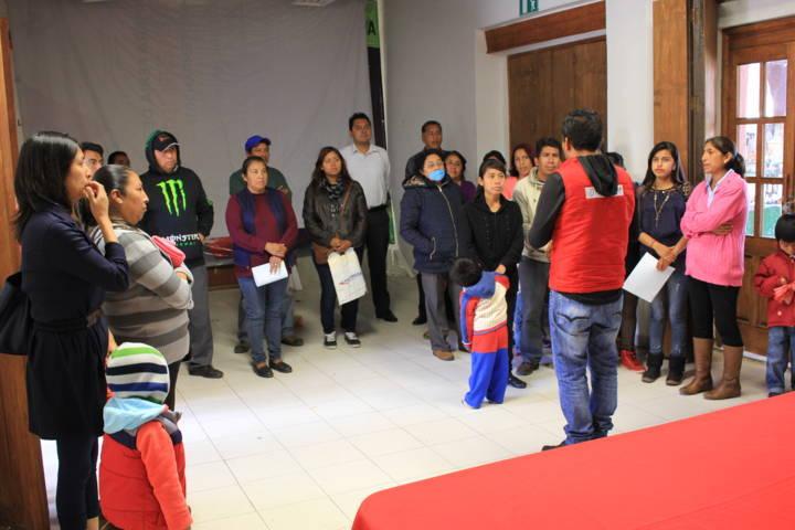 Héctor Domínguez entrega calle adoquinada en Col. El Alto