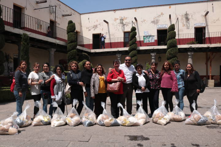 Entrega Hector Dominguez Rugerio apoyo a estancias infantiles