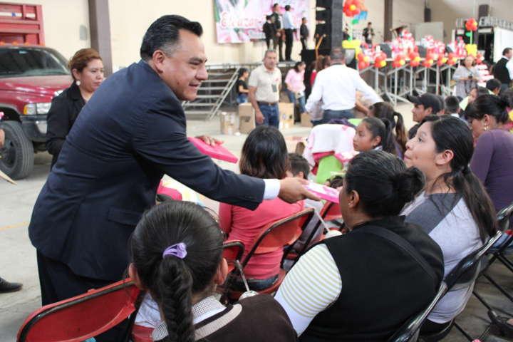 Celebra SMDIF de Tetla, a más de 3500 mamás con motivo de su día