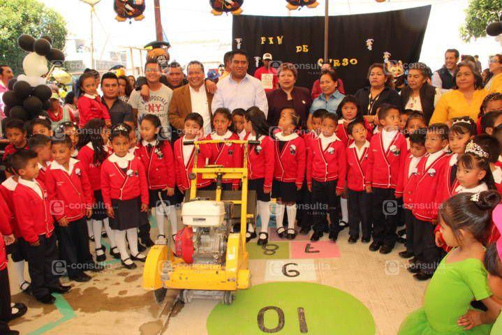 Alcalde en clausura de curso anuncia que el jardín de niños tendrá una techumbre