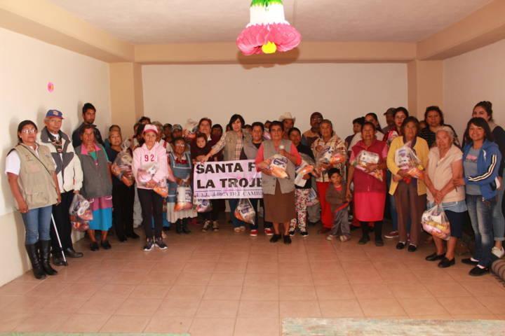 El SMDIF de Tetla entregó despensas a comunidades del municipio